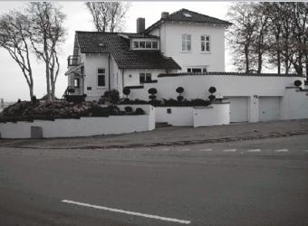 Stor hvid villa